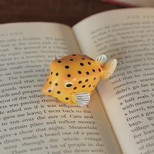 リアルな造形のお魚マグネット 文房具♪ オーシャン マグは、リアルな造形でマグネットが背中に内蔵され...