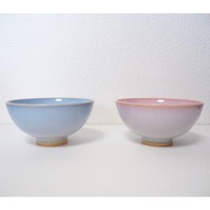 結婚祝いのプレゼントに最適な夫婦茶碗♪ 萩焼 陶器 つぼみ お茶碗 ペアセットは、上品な淡いピンクと...