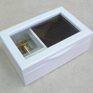 曲目選択 30弁ガラス窓小物入れ(リングさし付き 色:ホワイト)フローラル オルゴール サービスプレート付き 高級オルゴール|orugoruya