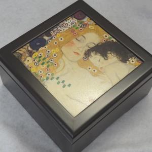 曲目選択 正方形(クリムト/子供を抱く母)アートボクス 宝石箱オルゴール|orugoruya