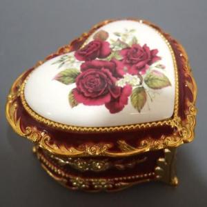 花の陶板アンチモニー小物入れ ハート型(バラ/ワイン・ゴールドケース)虹の彼方に アンチモニー オルゴール|orugoruya