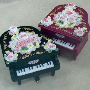 レジン製 グランドピアノ型オルゴール バラの飾り (ワインと黒)|orugoruya
