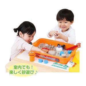 室内で砂遊びができる容器がついた砂遊びお道具のセットです。 フタ付きなのでお片付け楽々。砂の保管にも...