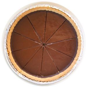 """""""THEチョコレート""""と言わんばかりの、いさぎよいくらいに飾り気がないチョコレートタルトです。 しっ..."""