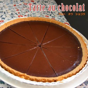 ビターチョコレートをたっぷり使用したチョコレートのタルト、10等分にカット済みです。 <br&...
