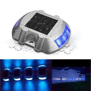 【光センサー】道路ライトが光センサー搭載で、暗くなると自動的に点灯し、明るくなると自動的に消灯して充...