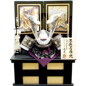 武光作「 銀色立体透紋様付き大鍬形 子供着用兜 」二曲屏風収納飾り( RA3011 ) ouchiku