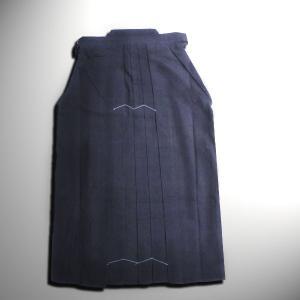 高密度10000番の剣道袴は生地がしっかりしてるので高校男子や一般の方に人気です。 『中ヒダ縫製』 ...