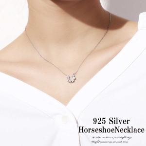 定番の馬蹄トップのネックレスに新作が登場です! 星や、花の様な小粒が集まって馬蹄の形になったデザイン...