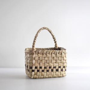 沢胡桃のかごバッグ『市松編み 表皮 斜めハンドル』 23cm幅 手提げ籠 国産(岩手県産)|ozshop