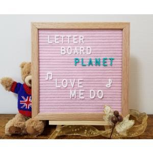メッセージをお洒落に伝える:フェルトボードの溝にプラスチック製の文字をはめ込んでいくだけで、お洒落な...