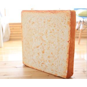思わず目が釘付けになってしまう、ユニークな食パン型ソファーベッドが登場! ふんわりとした食パン生地を...