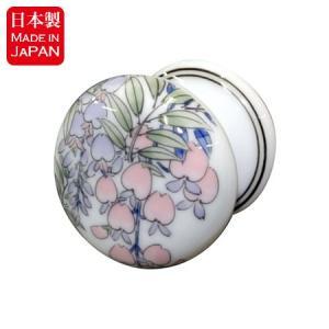 高貴な藤の花柄が描かれた有田焼、染付藤絵シリーズのつまみです。 こちらの染付藤絵シリーズは、洗面ボー...