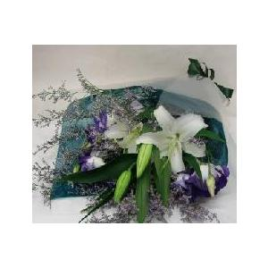 オリエンタル ホワイトをメインにトルコキキョウ又は デンフィニウム等洋風仕立てのお花セット