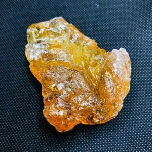 琥珀 アンバー 原石 No.4|pasmii