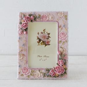 淡いピンクの色合いが素敵なフォトフレームです 大切な思い出の写真を可愛く飾ることができます 写真を入...