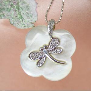 トンボ柄 ペンダント ネックレス (白蝶貝 ダイヤモンド入り)K18WG|pendant