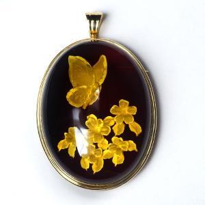 18金 琥珀 ブローチ ペンダントトップ 2WAYタイプ K18 こはく インタリオ 彫刻 蝶 花柄 pendant