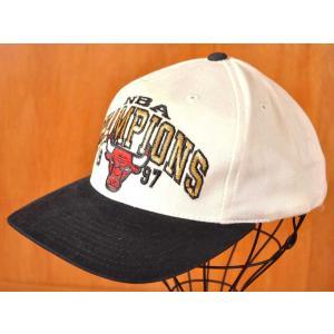 ヴィンテージ 1997年 NBA シカゴ ブルズ ファイナル チャンピオン ベースボールキャップ ホワイト×ブラック|penguintripper