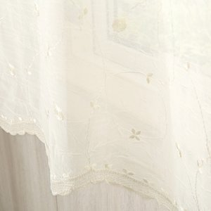 可愛らしいトルコ刺繍をほどこしたレースカーテン。 カラー:シャンパン 機能:ウォッシャブル(洗濯可能...