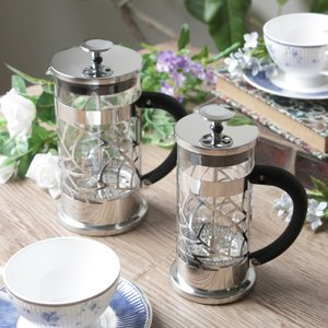 コーヒーにも紅茶にも両方使える便利なフレンチプレス式のコーヒー&ティーメーカー。ペーパーフィルターを...