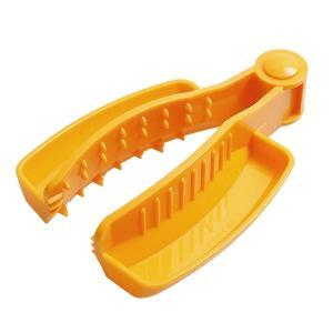 切れ味のいいスライサーほど、スライスするのがこわいもの。このホルダーを使えば、切り口を確認しながら、...