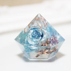 オルゴナイト 型 金運 天然石 アパタイト ミニダイヤ型 薔薇入り|philan