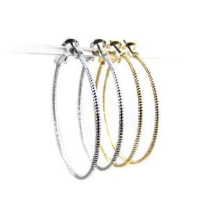 大ぶりフープピアス ロープのようなねじり模様を刻んだリングピアスシルバー ゴールドの2色