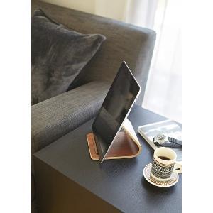 タブレットスタンド リン ブラウン ナチュラル テーブル上 ベッド横 置き 木製 ウッド