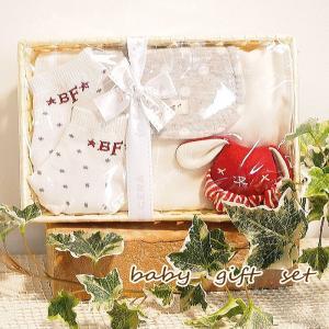 即出荷 ベビーギフトセット 綿 ラトル ガラガラ 汗取りパット スタイ かわいい かご プレゼント 贈り物 出産祝い 新生児セット 男の子 女の子|piglet