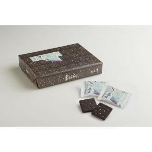 「商品情報」ブラックココア入りのビスケットで、すっきりとした甘さのホワイトチョコレートをサンドしまし...
