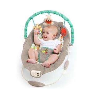 プーさん型になったヘッドサポートと キュートな仲間たちがプリントされたシートが赤ちゃんを優しく包みま...