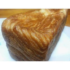 バター&マーガリンを甘めの食パン生地に折り込みました。 高、幅、約8cm長さ、約25cm  ...
