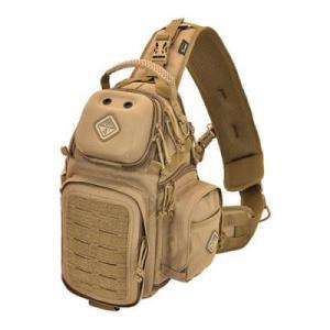 一眼レフや大型ミラーレスカメラの持ち運びに最適なサイズのスリングバッグ。 ショルダーストラップはパッ...