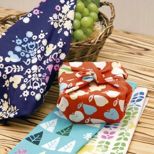 ディズニーコラボ 丹念に染め上げた日本手ぬぐい そそぎ染め 注染 和布華 日本製 お年賀 北欧雑貨 おしゃれ かわいい 国産 内祝い 記念品 ギフトプレゼント|plaisier
