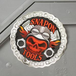 スナップオン ステッカー アメリカン 車 おしゃれ バイク ヘルメット かっこいい カーステッカー Snap-on レッドスカル メール便OK_SC-SN032-FNM|planfirst