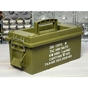 ミリタリーな収納ボックスになります。 軍の払い下げアイテムとして人気のアーモカンをモチーフにしたマル...