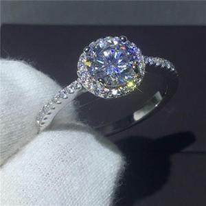 レディース シンプル 大粒ラウンドカットCZダイヤ取り巻きエンゲージリング 高級ジルコニア指輪 Si...