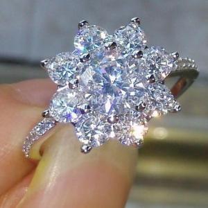 CZダイヤモンドリング 高級キュービックジルコニア フラワーデザインエンゲージリング 指輪 高級 キ...