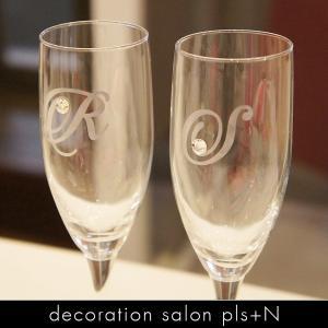 お祝いや記念日にプレゼントとしても喜ばれるペアグラス。オリジナルグラスを飾っても、使ってもお洒落で喜...