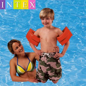 腕につけて遊泳を補助します。 泳ぎの練習にも 楽しい水遊びにも是非!  【サイズについて】 25cm...