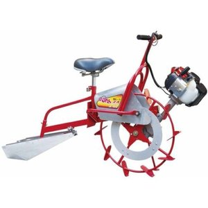 ◆圃場内での抜群の操作性 重心が前にあるため、車輪を軸に溝切板が軽く持ち上がり圃場内で容易に旋回がで...