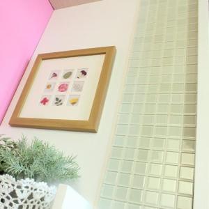 モザイクタイルステッカー ハルちゃん ガラス 25角(15×15cmシート) ホワイト|pocchione-kabegami