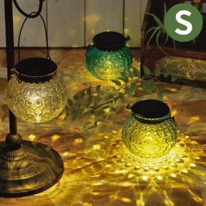 ガラスからこぼれるキラキラした光が、床や壁に反射してとっても幻想的な空間になります。 お部屋のインテ...