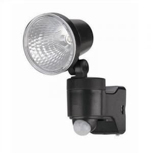 コンセントがない場所でも設置できる、配線不要の乾電池式センサーライト。雨で濡れる屋外でも使用できる防...