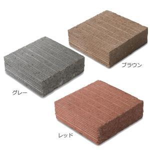 表面にはライン模様が施されているので平板として敷き詰めてもシンプルな仕上がりとなります。側面の1面に...