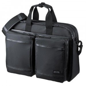 リュック、ショルダー、手提げに対応した3WAYバッグです。表面は強力に水をはじく超撥水加工が施されて...