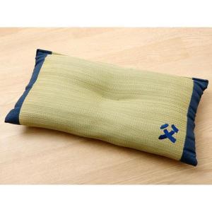 国産のイ草を使用したイ草枕です。より頭にフィットするよう、枕の中心部分に「くぼみ」をつくりました。快...