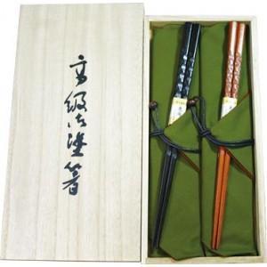 彫刻の質感が高級感を醸し出す「煌箸」です。箸袋付きのセットなので、大切な人へのペア用ギフトとしても喜...
