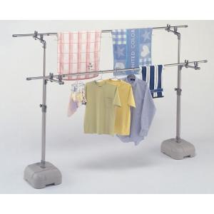 砂や水を注入して使用する安定性抜群のブロー台が付いた物干し台です。高さが伸縮するので使いやすい位置に...